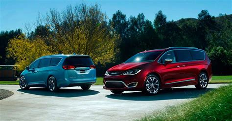 2017 Chrysler Pacifica First Look Review